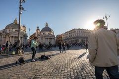 11/09/2018 - Rzym, Włochy: Niedzieli popołudniowy Skrzypcowy Uliczny musicia obraz royalty free
