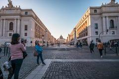 11/09/2018 - Rzym, Włochy: Turyści bierze obrazek przyjaciel w f zdjęcie stock