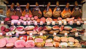 RZYM WŁOCHY, Wrzesień, - 11, 2016: Różnorodni Włoscy mięśni produkty w supermarkecie w Rzym, Włochy Obraz Royalty Free