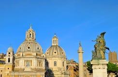 Rzym kościół i Trajans kolumna Obrazy Stock