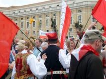 RZYM WATYKAN, Kwiecień, - 28, 2014: radość Polscy pielgrzymi St Obraz Royalty Free