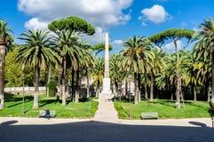 Rzym, willi Torlonia park Czołowy widok Egipski obelisk (Włochy) Zdjęcie Stock