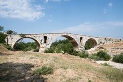 Rzymianin bridżowy Pont Julien w Luberon w Provence, Francja Zdjęcia Stock
