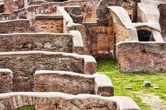 Rzymianin ruiny w Ostia Antica, Włochy - Zdjęcie Stock