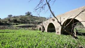 Rzymianina most nad Ribeira da Asseca zatoczką w Juromenha zbiory wideo