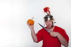 Rzymski żołnierz z kindżałem i banią fotografia stock