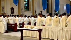 Rzymskokatolicka księdza gesta modlitwa zdjęcie wideo
