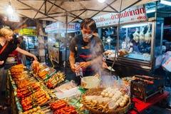 Sábado à noite mercado, Chiang Mai, Tailândia Imagem de Stock Royalty Free