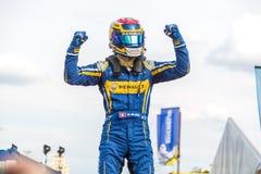 Sébastien Buemi que exulta en el podio del E-Prix FIA Formula E imágenes de archivo libres de regalías