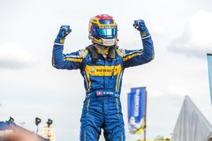 Sébastien Buemi que exulta no pódio do E-Prix FIA Formula E imagens de stock royalty free