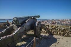 São豪尔赫城堡(Castelo de SA£oo豪尔赫)里斯本 大炮 库存图片
