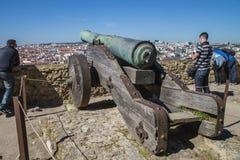São豪尔赫城堡(Castelo de SA£oo豪尔赫)里斯本 大炮 免版税库存照片