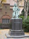 Søren克尔凯郭尔雕象在图书馆庭院里,哥本哈根 库存图片