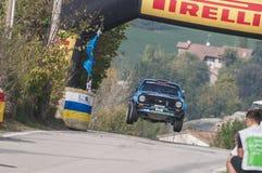 São Marino 21 de outubro de 2017 - FORD ESCORT RS no salto na reunião a legenda Fotografia de Stock Royalty Free