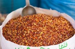 Säck av krossad peppar för röd chili royaltyfri foto