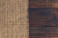 Säckväv på trä Arkivbild