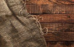 Säckvävtextur på träbakgrund Fotografering för Bildbyråer