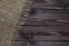 Säckvävtextur på wood tabellbakgrund fotografering för bildbyråer