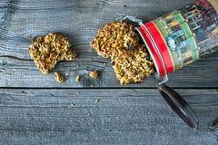 Sädes- kaka och behållare Arkivfoton