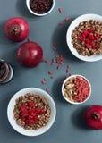 Sädes- mysli med frukt och muttrar Fotografering för Bildbyråer
