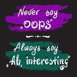 Säg aldrig Oops Säg alltid Ah och att intressera - handskriven motivational citationsteckenbokstäver Arkivfoton