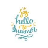 Säg Hello till sommarvektorillustrationen, bakgrund Rolig logo för citationsteckenhipsterdesign Hand som märker den inspirerande  vektor illustrationer