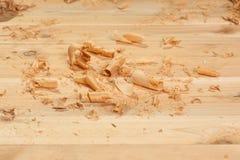 Sägespäne auf Planken stockfotografie