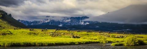 Sägezahn-Gebirgszug, Idaho lizenzfreies stockfoto