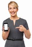 Säker affärskvinnaPointing At Smart telefon Royaltyfri Foto