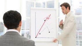 Säker affärsman Giving Presentation lager videofilmer