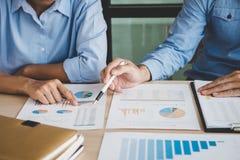 Säker företagsledare, konferens för affärslagmöte i nolla Arkivbild