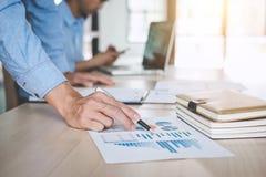 Säker företagsledare, konferens för affärslagmöte i nolla Arkivfoto