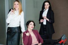 Säker framgång för karriär för affärskvinnor företags royaltyfria foton