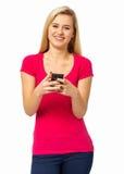 Säker kvinna som använder den smarta telefonen Royaltyfria Bilder