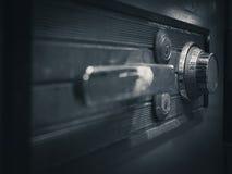 Säker låskod på perspektiv för bank för säkerhetsask Arkivfoto
