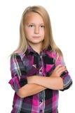 Säker liten flicka mot den vita bakgrunden Fotografering för Bildbyråer