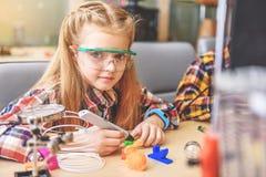 Säker liten uppfinnare i seminarium Royaltyfri Fotografi