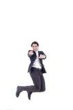 Säker smart seende man som skrattar och hoppar upp arkivbilder