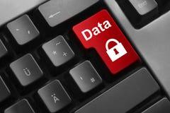 Säkerhet för data för röd knapp för tangentbord Fotografering för Bildbyråer