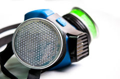 Säkerhet första med gasmasken Arkivfoton