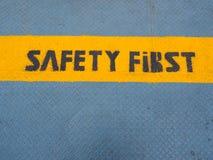 Säkerhet första som är skriftlig på porten Royaltyfria Foton