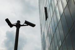 Säkerhet och modern byggnad Arkivfoton