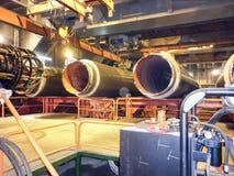 Säkerhet på arbete Svetsning och installation av rörledningen Industriella vardagwelders och montörer Arkivbild