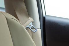 Säkerhetsbälte för passagerarebil och läderkräm arkivbilder