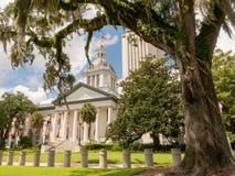 Säkerhetsbarriärer skyddar huvudstadbyggnaden i Tallahassee arkivbilder