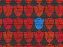 Säkerhetsbegrepp: sköldsymbol på väggbakgrund Arkivbild