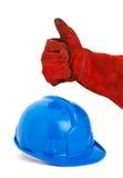 Säkerhetshjälm och hand med den röda handsken som uttrycker positivity med royaltyfri foto