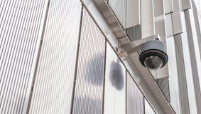 Säkerhetskamera, CCTV framme av byggnaden Fotografering för Bildbyråer
