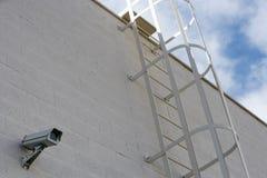 Säkerhetskamera på byggnad Arkivbilder