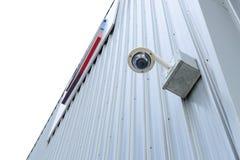 Säkerhetskameran är installerar hörnet förutom som bygger royaltyfri foto